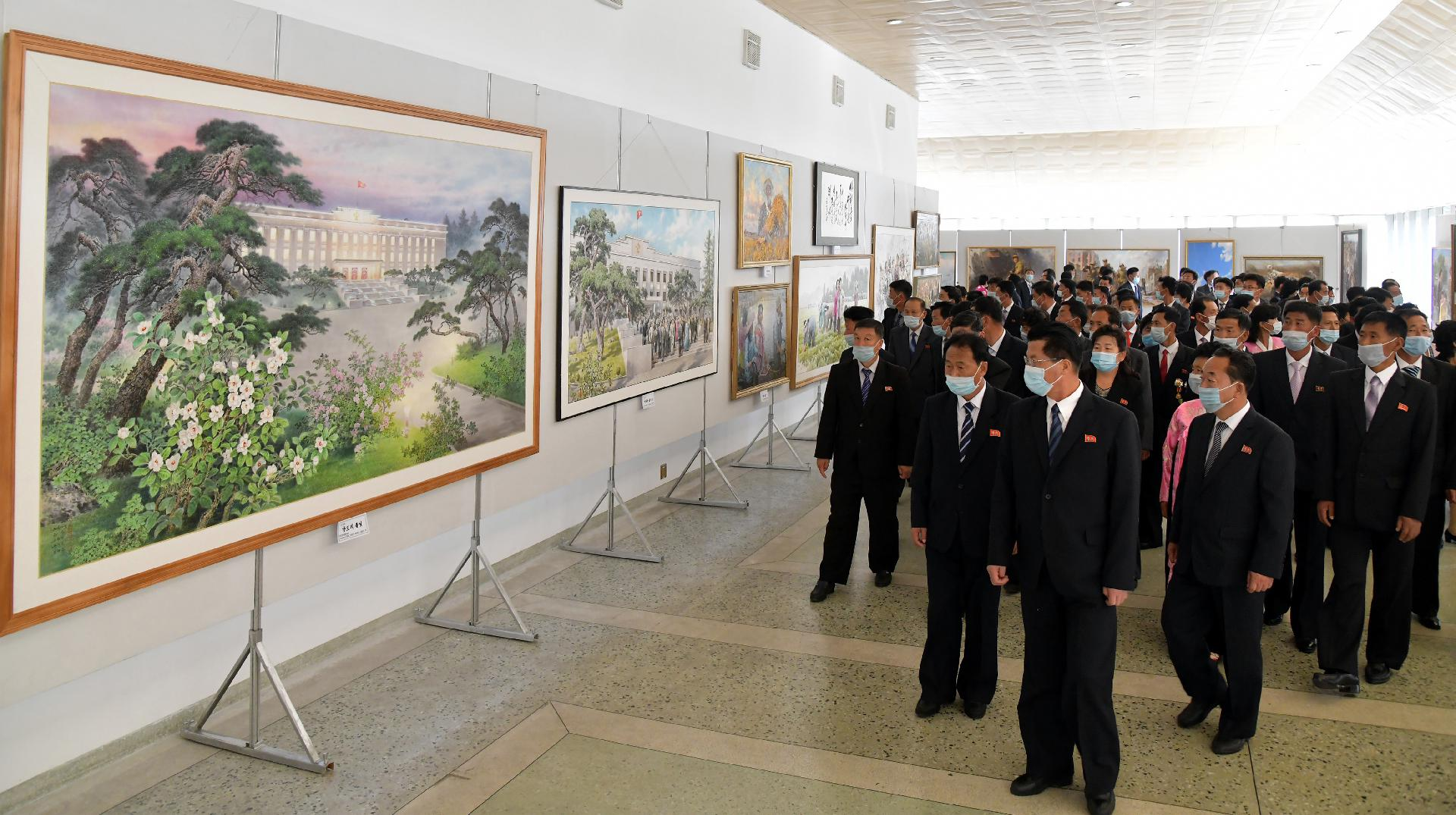 National art festival was opened in celebration for the 75th anniversary of the WPK